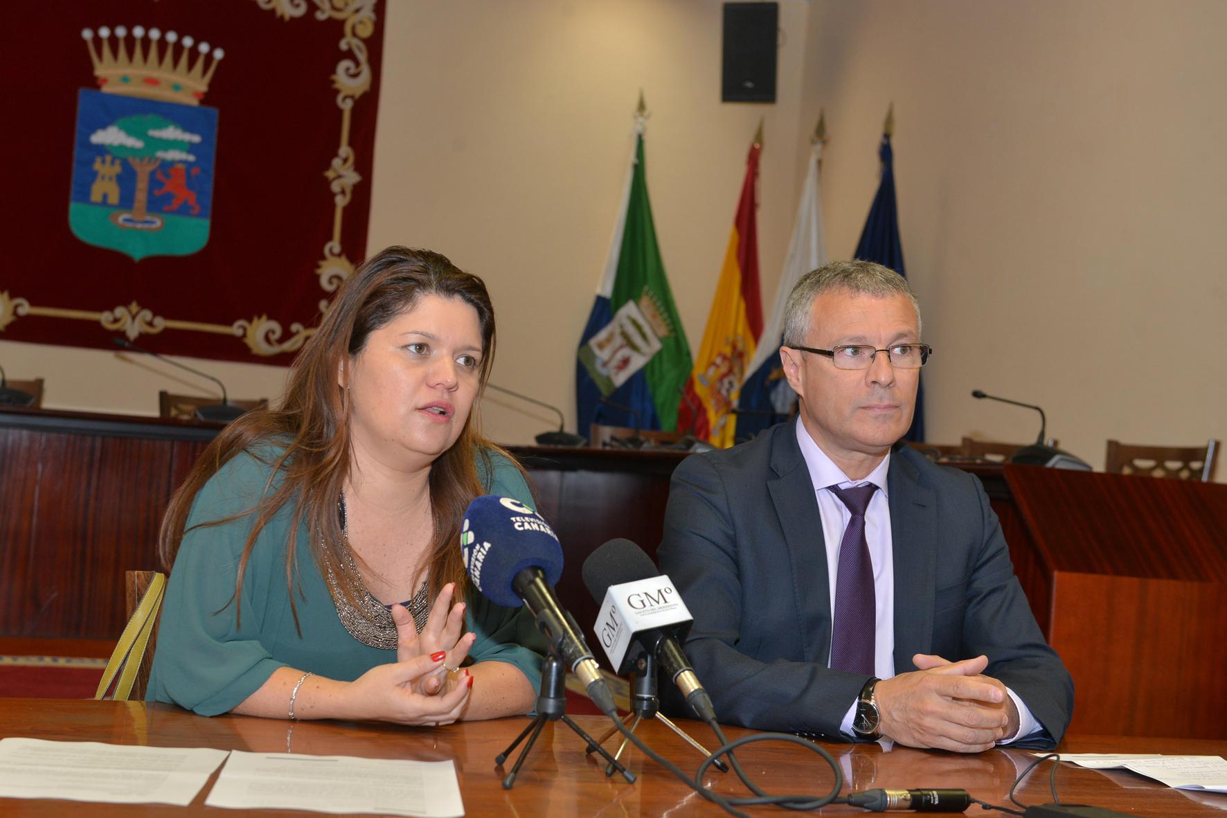 """Cabildo y Fundación CajaCanarias presentan el programa de formación empresarial 2018 """"Dinamiza El Hierro"""""""