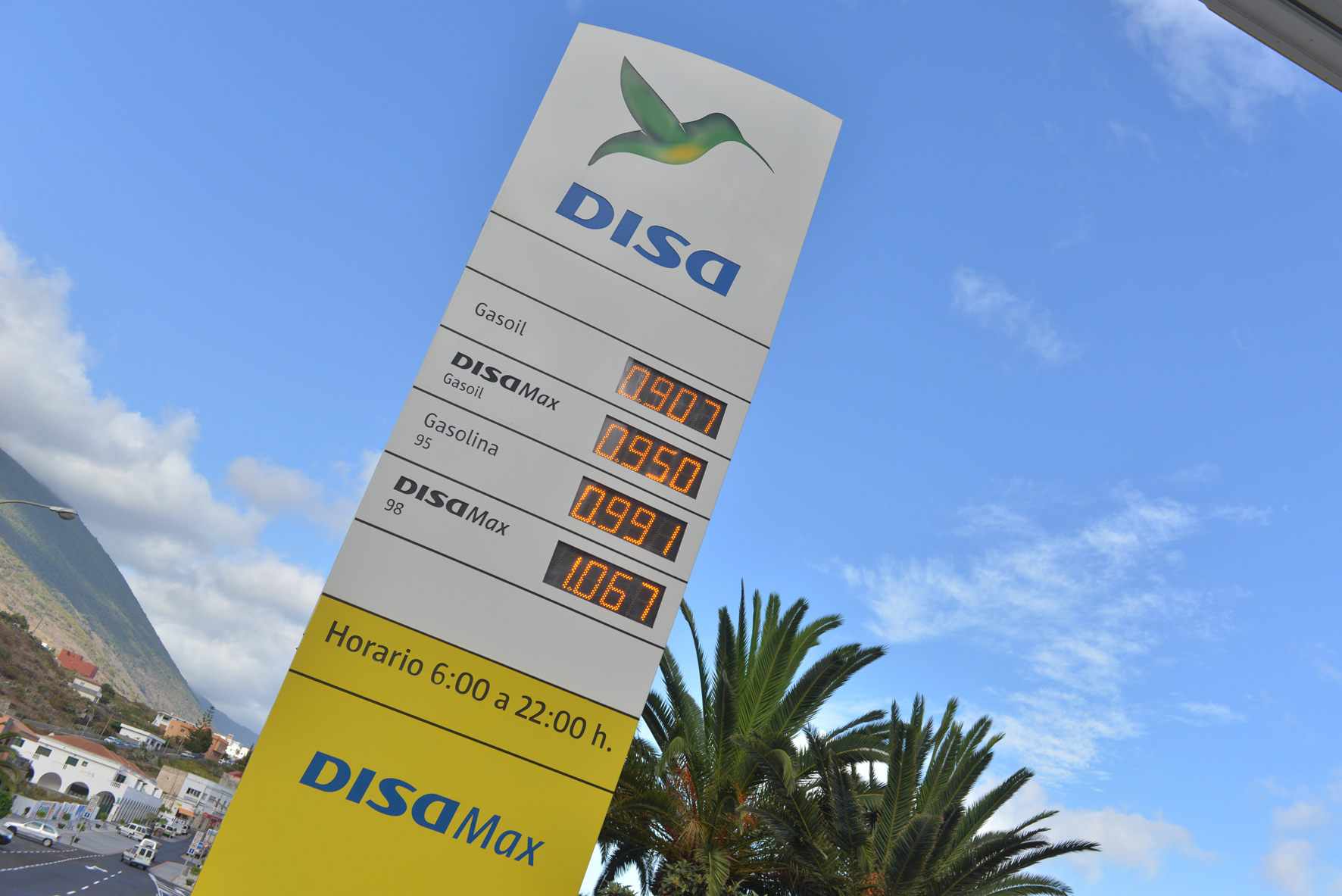 El precio de combustible, un lastre más para la economía de El Hierro